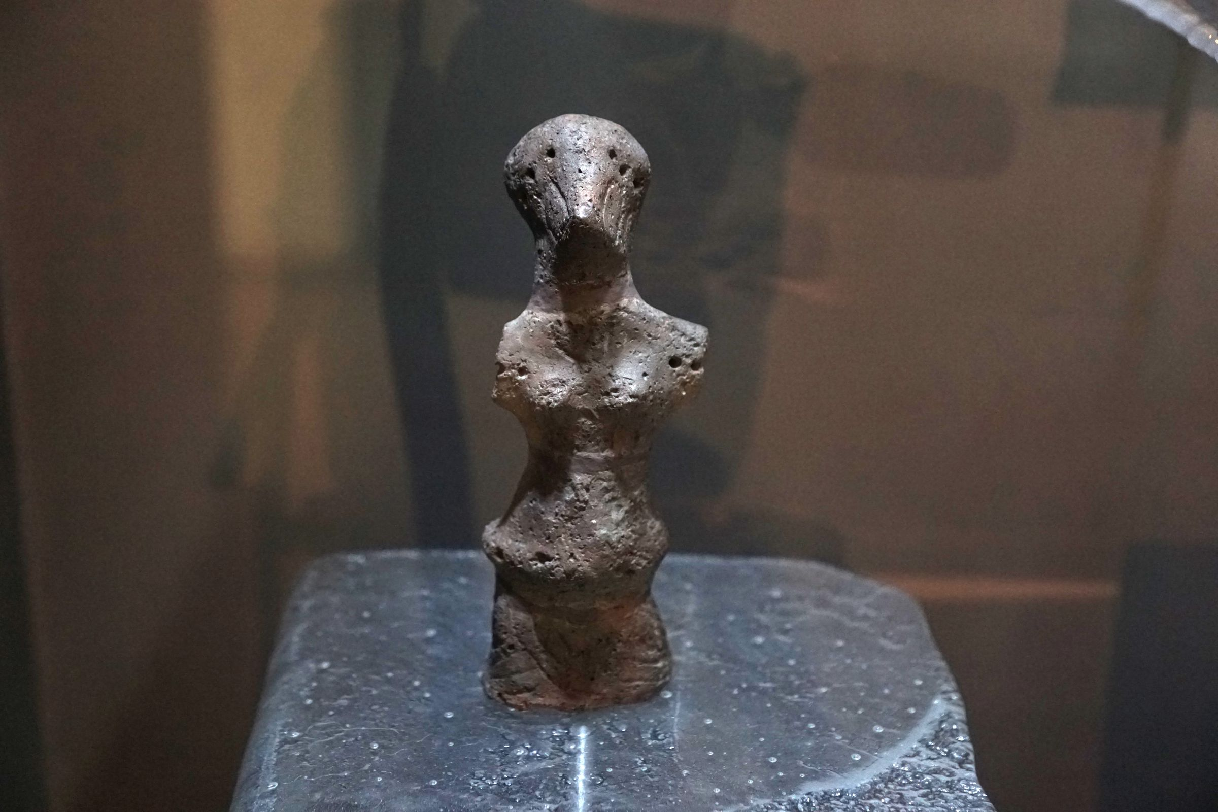 Detail in the display case with Neolithic Vinča figurines