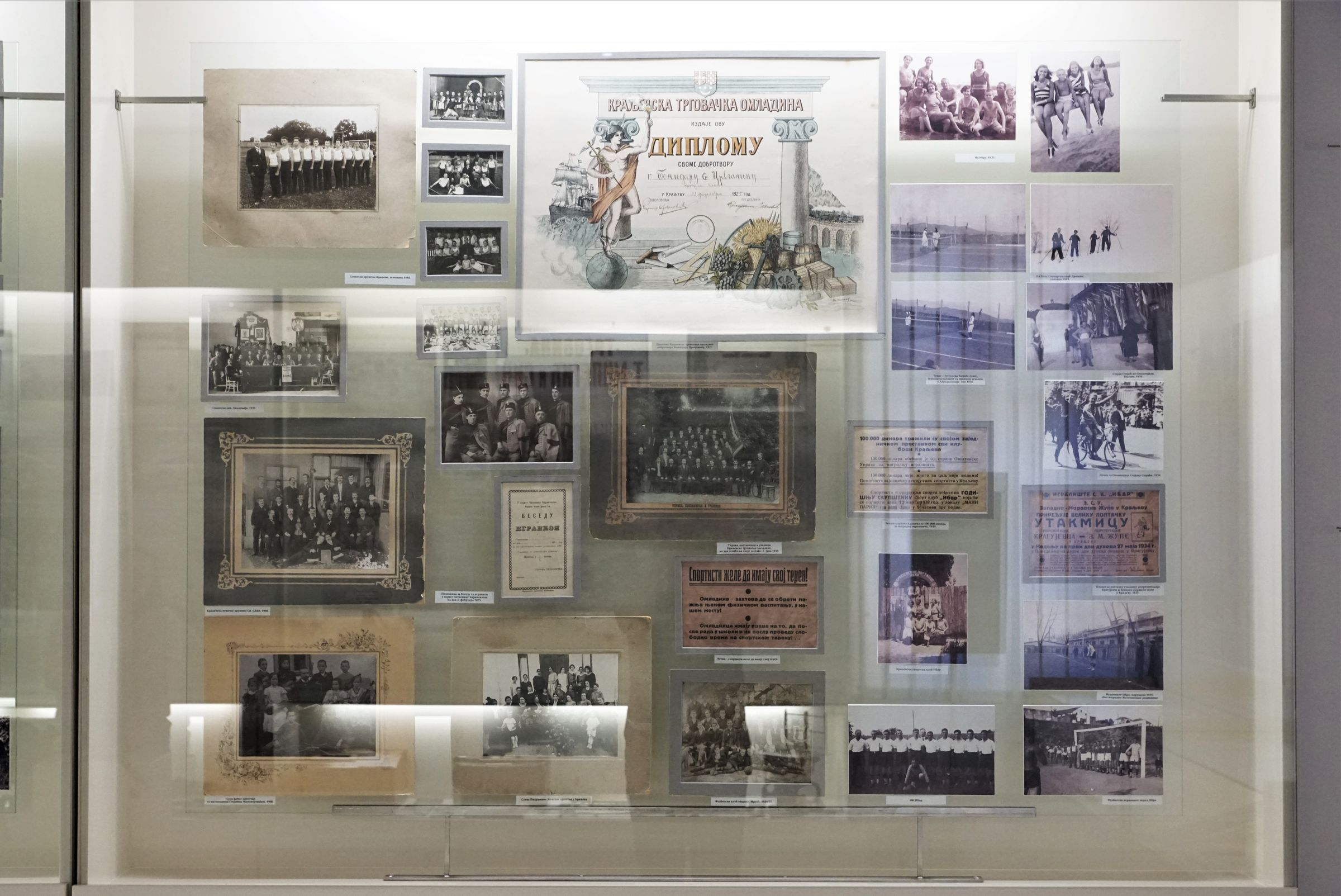Display case dedicated to associations