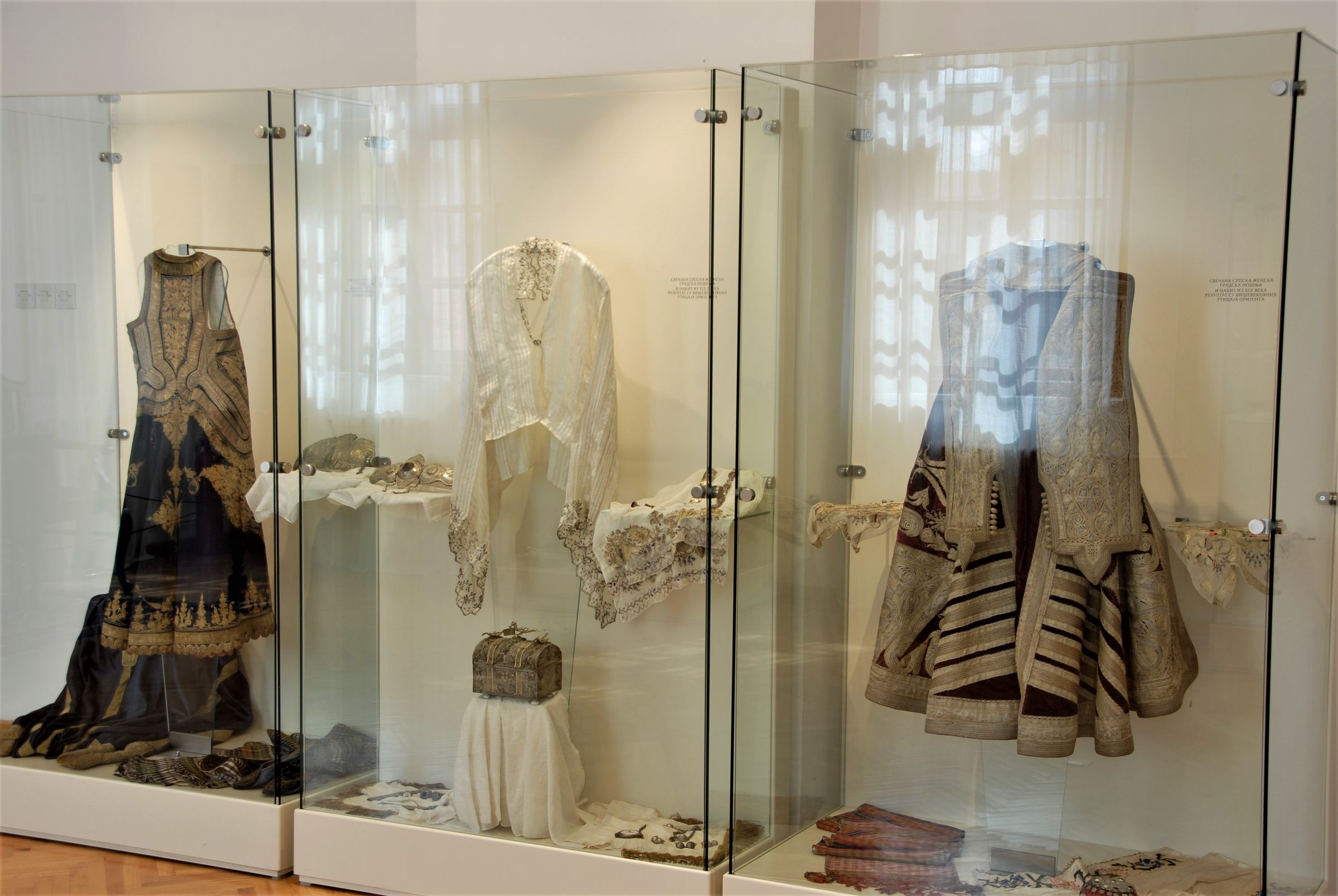 Display cases with women's costume from the 19th century